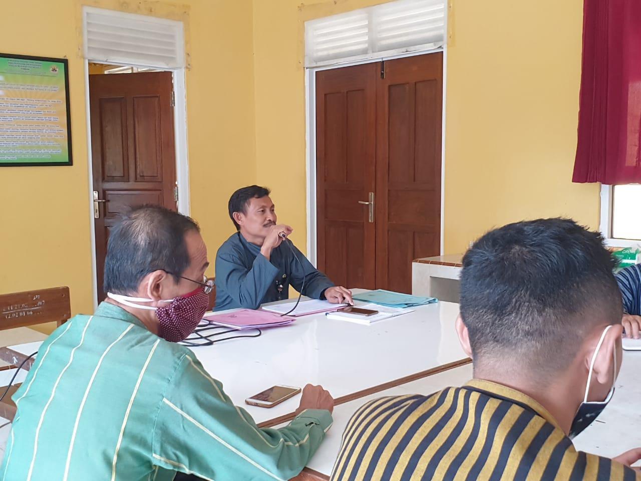 Penerimaan Raport Peserta Didik Hasil Penilaian Tengah Semester 1 Tahun Pelajaran 2020/2021 di SMA Negeri 3 Rembang Berjalan Sukses
