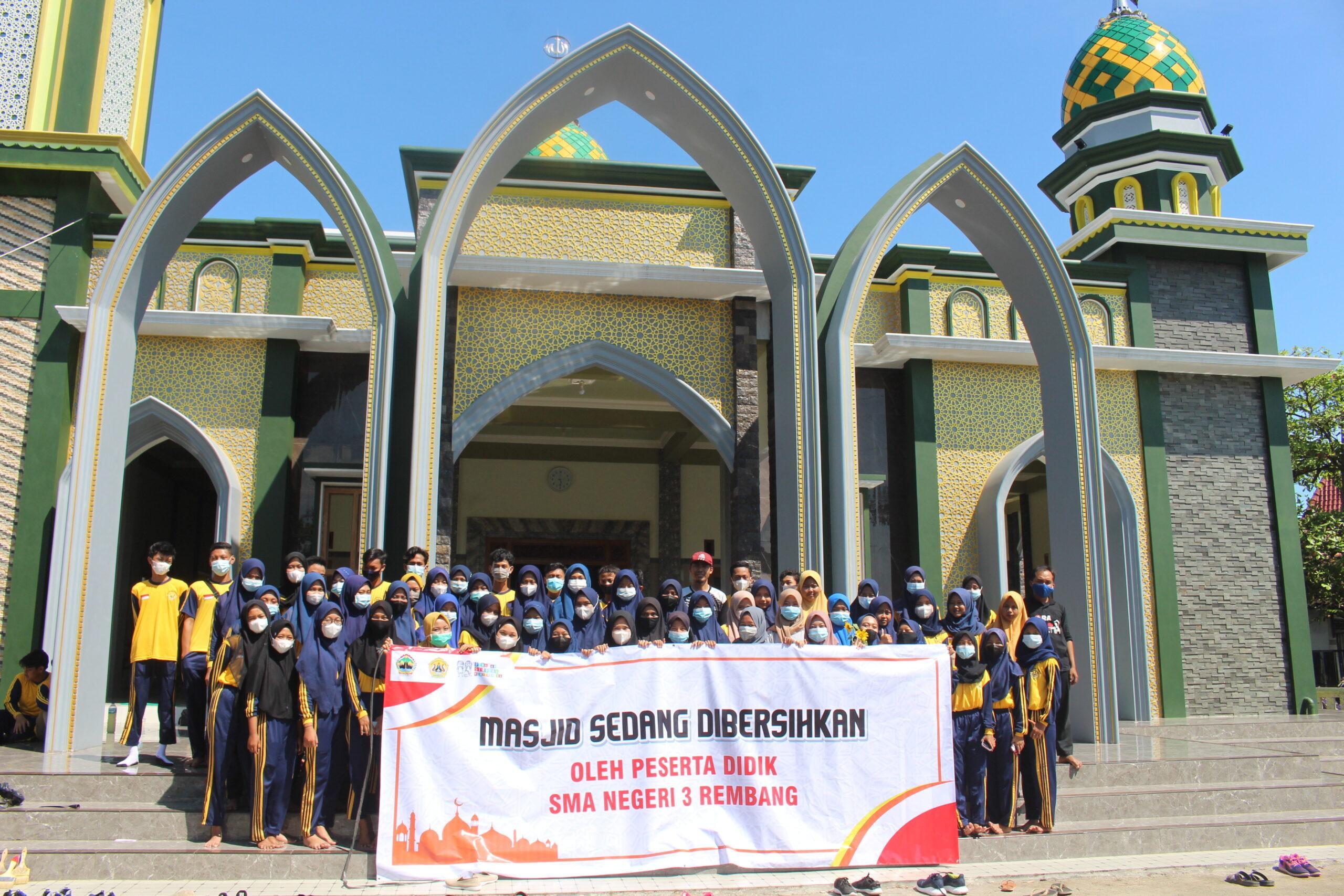 Bersih-bersih Masjid