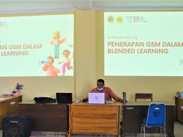 In House Training (IHT) Penerapan Gerakan Sekolah Menyenangkan (GSM) dalam Blended Learning