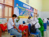 Penyelenggaraan Vaksinasi Covid-19 Tahap 1 Siswa SMAN 3 Rembang Kerja Sama UPT Puskesmas Kaliori dan Kwarcab Rembang